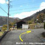 戸並入口側の百蔵山の登山コースの入口