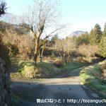 青野原の焼山登山コースの入口