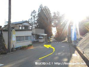 伏馬田入口バス停横から左に入る