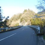 亀見橋を渡る
