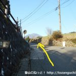 八丁坂ノ頭に向かう林道の入口手前のT字路