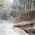 八丁坂ノ頭に向かう林道に入ったところ