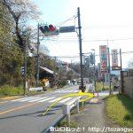 石老山入口の交差点を右折