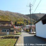 千木良バス停から山側に向かう小路