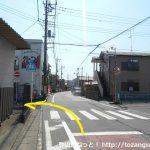 奈良井バス停横の横断歩道のところから左の小路に入る