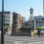 秦野駅の北口を出て橋を渡ったら右折