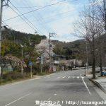 寄バス停前の県道710号線を新松田の方に歩く