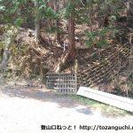 寄大橋西側にある檜岳の直登コースの入口