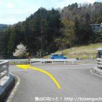 松田町ふれあい動物村の手前のT字路