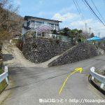 田代向の宮地山・シダンゴ山登山コースに向かう途中の分岐