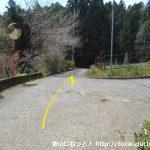 田代向の宮地山・シダンゴ山登山コースの入口手前のT字路