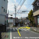新松田駅北側の車道を西に進み信号のある交差点に着いたら右折