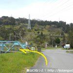 高松山の登山口に向かう途中で鉄橋を渡る