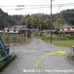 高松山の登山口に向かう途中で鉄橋を渡ったら右折