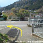 山北駅西側の線路沿いの細い農道から県道76号線に出たら左折