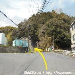 大野山入口バス停の上の辻を直進