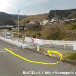 谷峨駅の北側で線路を越えたら246の歩道を左に進む