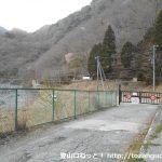 県道729号線の浅瀬にあるゲート
