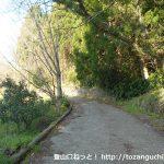 矢倉沢バス停から矢倉岳に行く途中の農道