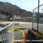 強羅駅から宮城野橋に行く近道の途中で車道に出たところ