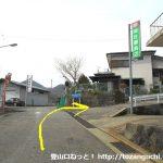 宮城野の明神ヶ岳登山口に行く途中の佐藤商店の自販機前を右折