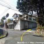 南郷山に向かう住宅街の坂道入口