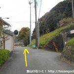 蓮台寺駅から線路沿いの道を直進