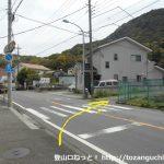 香貫台バス停横から山側の小路に入る