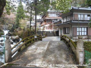 水神社の境内入口