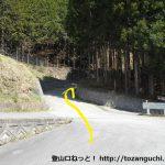 徳和峠に向かう林道の入口