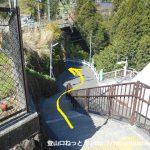 川井駅の出口前の階段を下る
