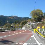川井駅から国道411号線に出たら右折して橋を渡る