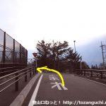 甲斐大泉駅出口から左に進み県道28号線を左折する