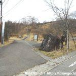 美し森のバス停から登山口の方に進む
