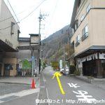 七面山登山口バス停から車道を奥に進む