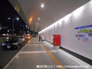 福岡空港第2ターミナル到着口南の郵便ポスト前