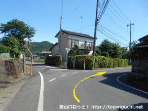 客人神社に行く途中の右カーブ