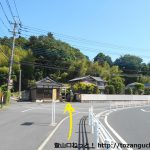 客人神社の参道入口前