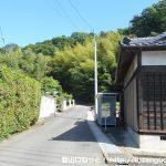 客人神社の参道入口横の小路