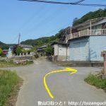 露垂根神社の参道入口から第二駐車場への遊歩道の入口に向かう途中